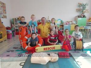 120 Wizyta Ratowników WOPR w grupie Motylki, Zajączki i Stokrotki